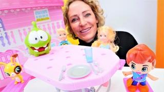 Spielzeug Kindergarten mit Nicole! Om Nom lernt die Tischmanieren. Spielzeug Video für Kinder
