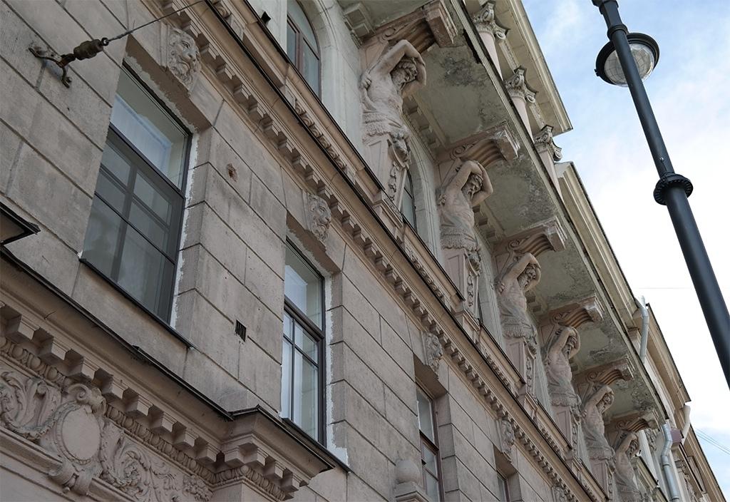 Лепнина на домах в Петербурге, Петроградка