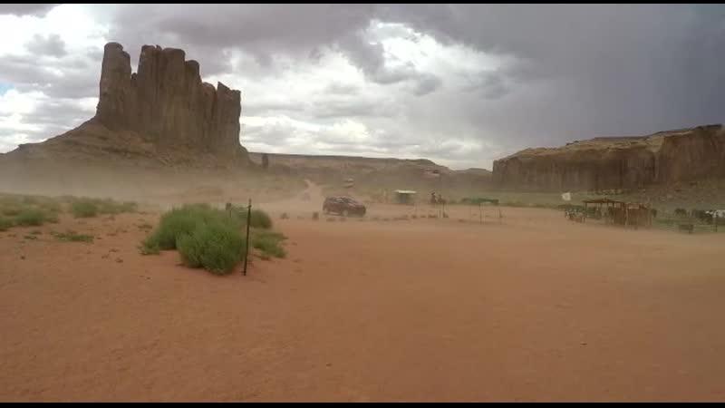 Я в пыльную бурю на лошади у скал где индейцы вызывали бога дождя 2