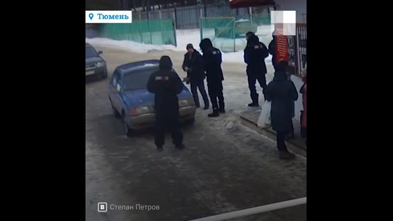 В Тюмени охранник брызнул из перцового баллончика в лицо пенсионеру