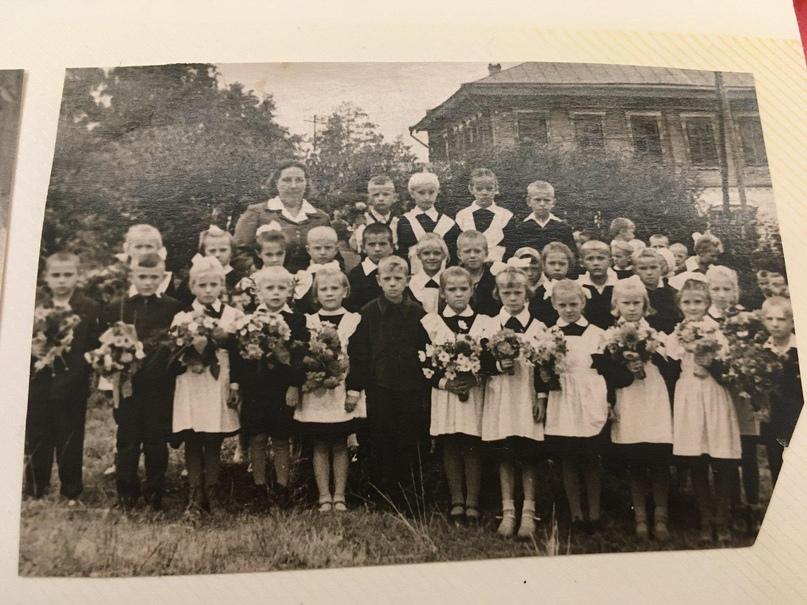 Первоклассники Русскокраинской школы. 1 сентября 1964 г.
