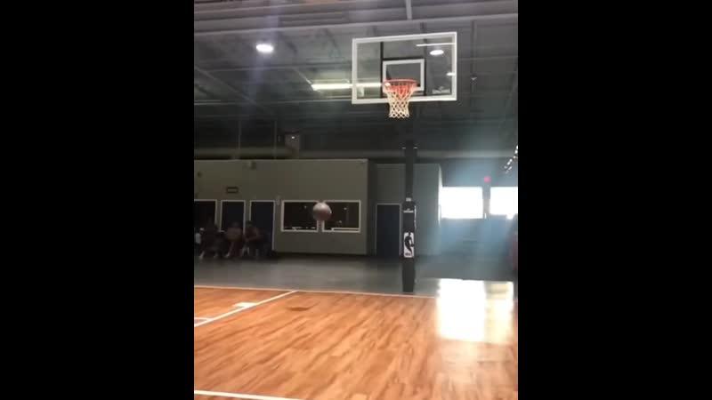 Видео с тренировки Дуайта Кузмы и Такера