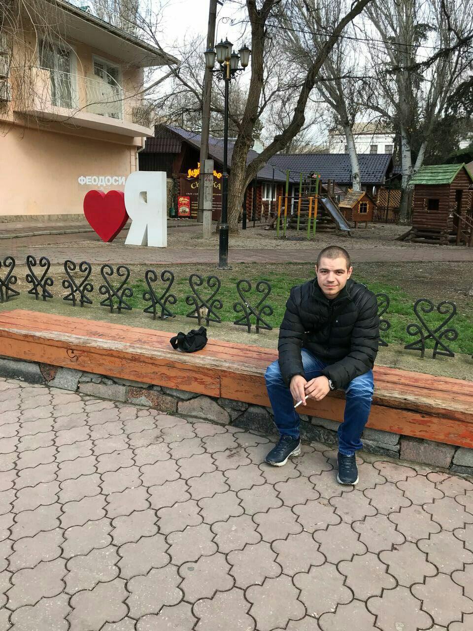 Юра, 25, Feodosiya