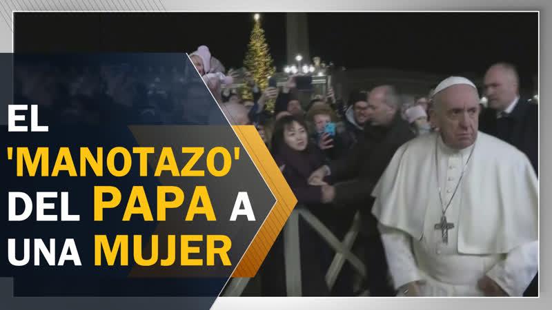 El papa Francisco se enoja con una mujer y le da un manotazo