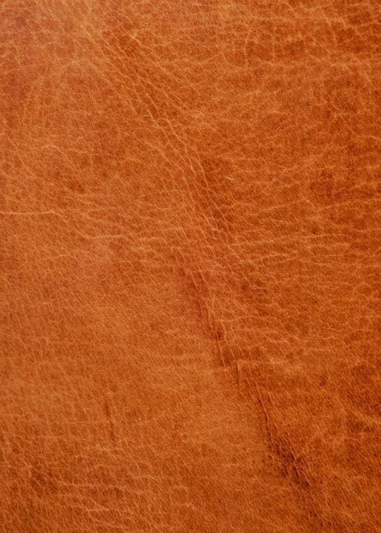 Полная зернистая кожа производится путем удаления волос и дубления кожи, и может быть изготовлена только из самого лучшего сырья