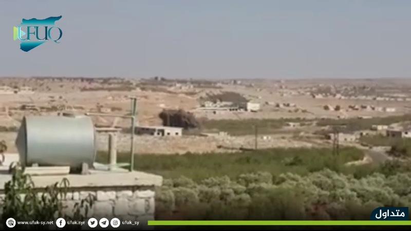 لحظة استهداف الطائرات الروسية بالصواريخ المتفجرة محيط قرية سرجة بريف إدلب الجنوبي