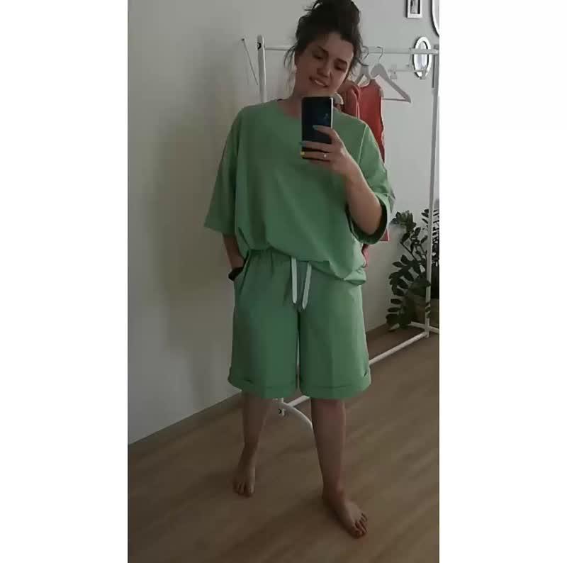 Костюм шорты+футболка женский.mp4