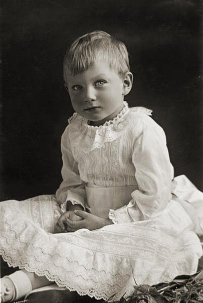 Спрятать или просто любить: Что делали с «особенными» детьми в семьях президентов и монархов Дети с особенностями психического развития могут родиться буквально в любой семье. Вот и у сильных