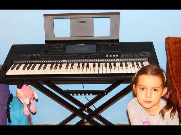 50 - Despacito - cover keyboard Yamaha PSR E453