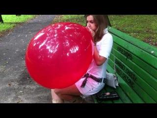 залезла влагалищем на огромный шар