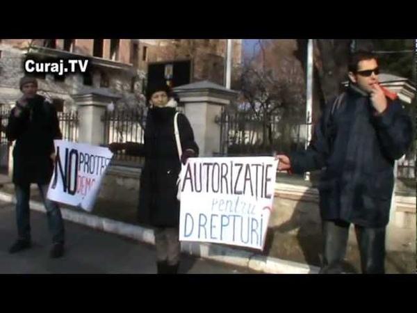 Curaj.TV - Protest la Ambasada Română din Chișinău