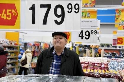 Более половины россиян начали закупаться только по акциям