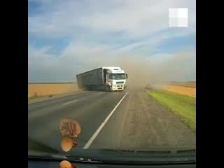 На трассе Екатеринбург  Тюмень водитель легковушки лоб в лоб протаранил КАМАЗ