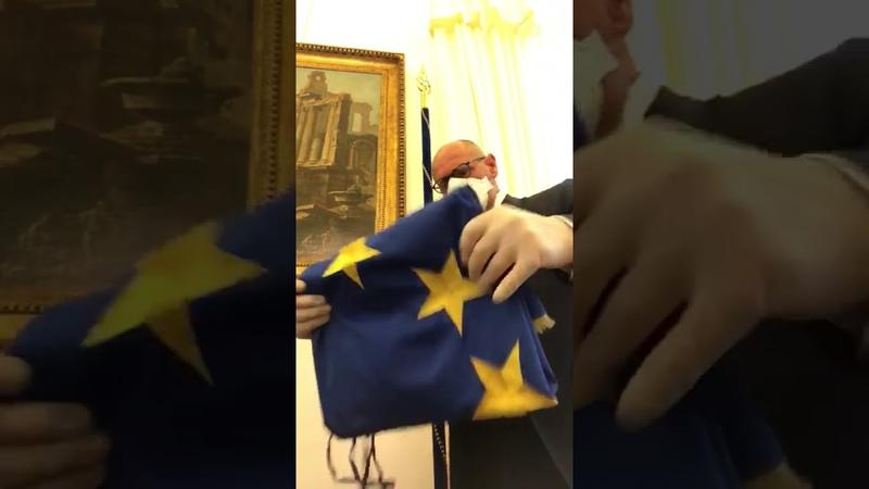 Fabio Rampelli depone bandiera europea alla Camera dei Deputati Forse ci vediamo