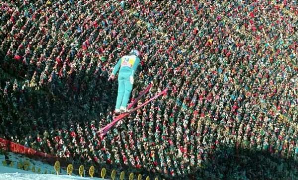 """На фото: Полет Эдди """"Орла"""" на Олимпийских Играх в Калгари, Канада, 1988 год."""