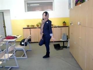 девченка классно танцует