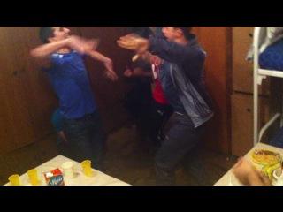 Таджик и Абхазы танцуют лезгинку ))))