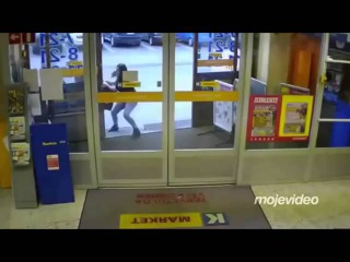 INCREDIBLE VIDEO: Young woman in Finland FIGHTS BACK when refugees try to STEAL