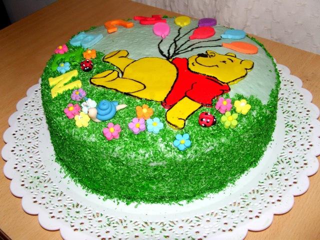 Торт Винни Пух с украшением из сахарной мастики из маршмэллоу