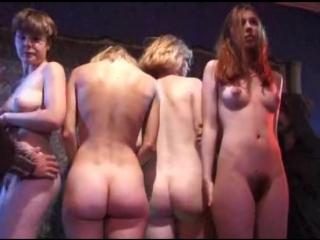 ENF-CMNF-видео с принудительной наготой  похитители осматривают голых девушек