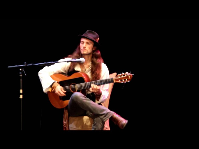 Estas Tonne «it is not flamingo, is not flamenco...»