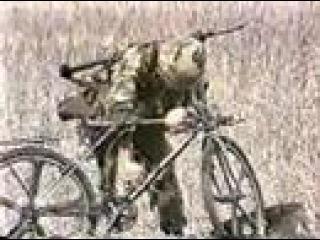 Десантирование с велосипедом военнослужащего ВДВ США.