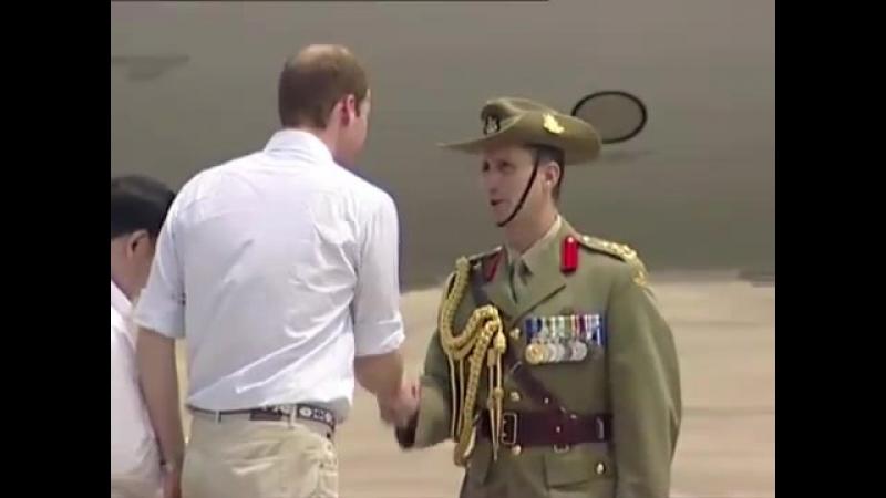 Принц Уильям прибыл на базу Австралийских Королевских ВВС Таунсвилль