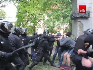 . Протистояння біля памятника Степану Тудору  у Львові