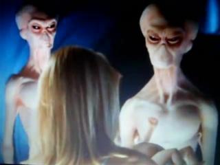 «посетители ночи» .(фантастика) 1995 г. похищение инопланетянами для создания гибридов людей и инопланетян.