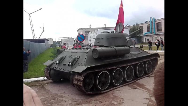 75 лет 61 БТРЗ танки т-34 и т-72б