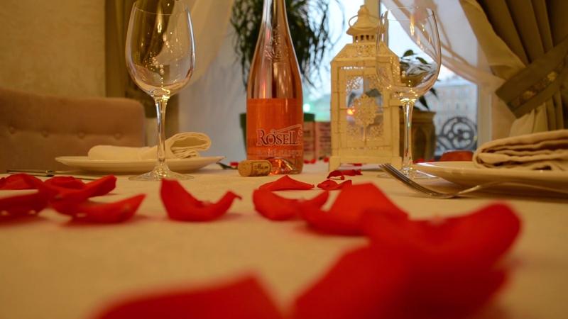 Подготовка к 14 февраля в ресторане Zaferan
