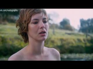 Голая Грудь Луиз Бургуан – Любовь-Морковь По-Французски (2020)