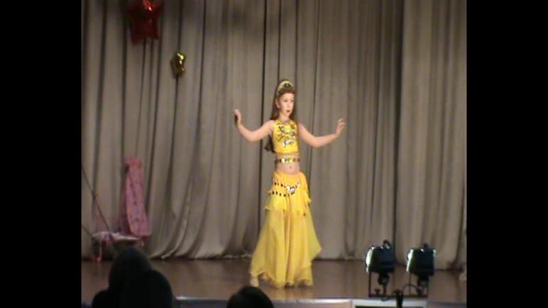 Восточный танец в исполнении Алены Гакал выступление на празднике Папа, мама, я - счастливая семья