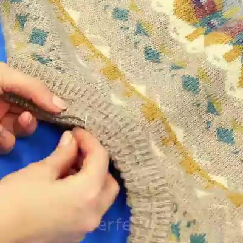Лежанка для собаки из старого свитера
