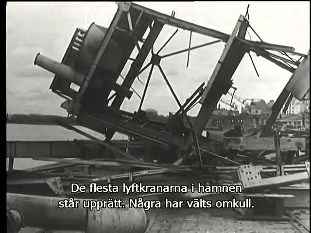 №9-2 5.09.1941 Выборг. Захват. Флаг поднят на башню замка. Парад