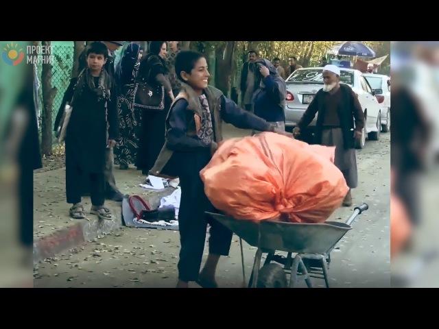13 летний мальчик кормит семью из 9 человек 23 летняя девушка удочерила 13 девочек 3 ИСТОРИИ