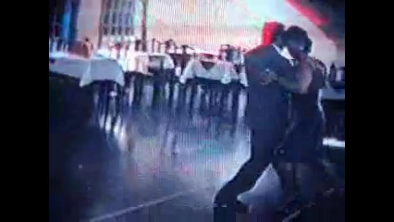 Carlos Moyano y Naty bailan Ataniche en Sunderland