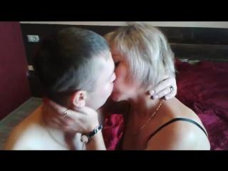 Трахнул красивую жену перед мужем (частное домашнее русское любительское порно видео мамки школьницы)