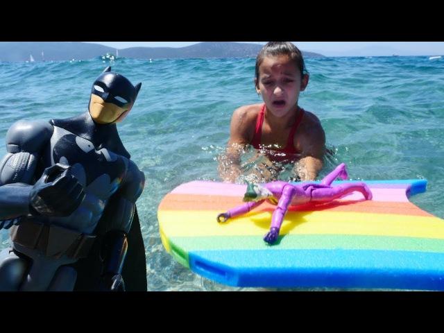 Çizgifilmoyuncakları. Asu Ela ve MonsterHigh kurtarma ekibi Jokeri kurtarıyor. DENİZDE kuklaoyunu
