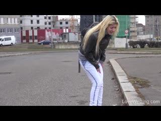 [lovewetting] elena - desperate to pee