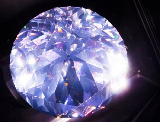 ДАНИЭЛЬ СВАРОВСКИ И ЕГО ШЛИФОВАЛЬНАЯ МАШИНА К созданию искусственных бриллиантов можно относиться по-разному: либо называть мошенничеством и подделкой драгоценных камней, либо считать это