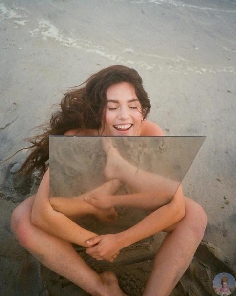 Девушки с зеркалами от Нью-Йоркского фотографа Эрика Уайта