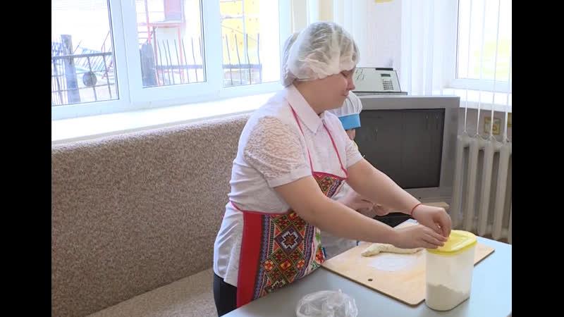В Уфе ученики коррекционной школы интерната №28 для слепых и слабовидящих осваивают кулинарное искусство