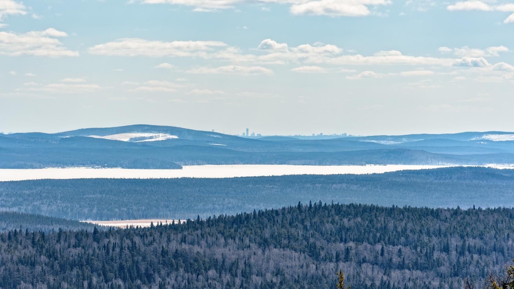 С нашей горнолыжки где-то там видно Екатеринбург