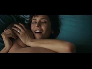 """Нина Добрев (Nina Dobrev hot scenes in """"Lucky Day"""" 2019)"""