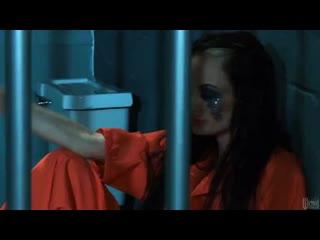 Зечка с потекшей тушью сосет три члена охранников за решеткойв тюрьме,большие сиськи,порно звезды,минет,жесткое порно,груп