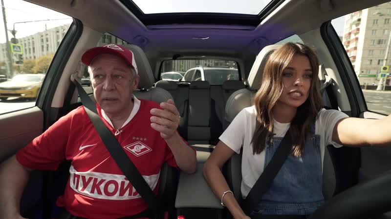 Михаил Ефремов учит Юлию Шарапову водить 😃