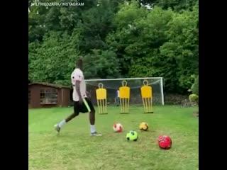 Wilfried zaha practising his free-kicks in a man utd shirt