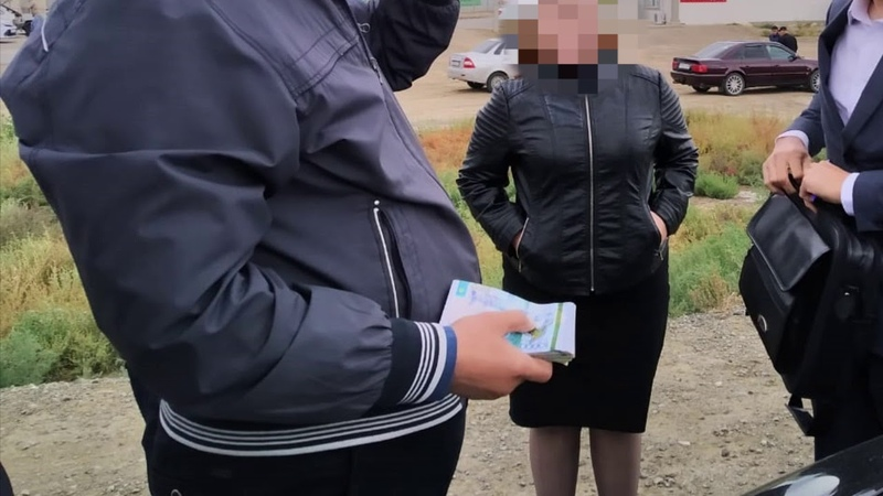 Ряд сотрудников руководящего состава ДП по Атырауской области подозреваются в получении взятки
