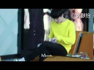 [Fancam]160226 Yixing Reading Fan Letters At Hangzhou Airport